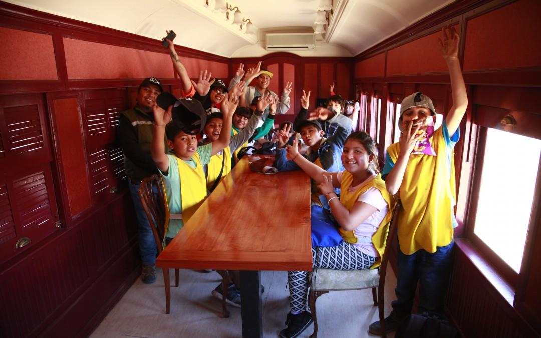200 niños de Escuela Municipal de Invierno de Calama visitaron el Ferrocarril