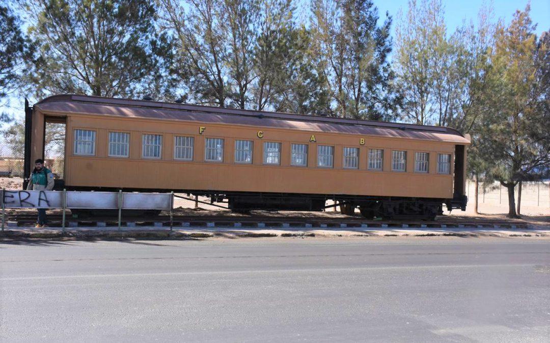FCAB entrega histórico vagón a comuna de Sierra Gorda